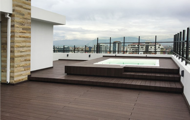 Traditional Deck for Open Air Swimming Pool